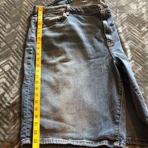 Lane Bryant Medium Wash Denim Shorts Size 28